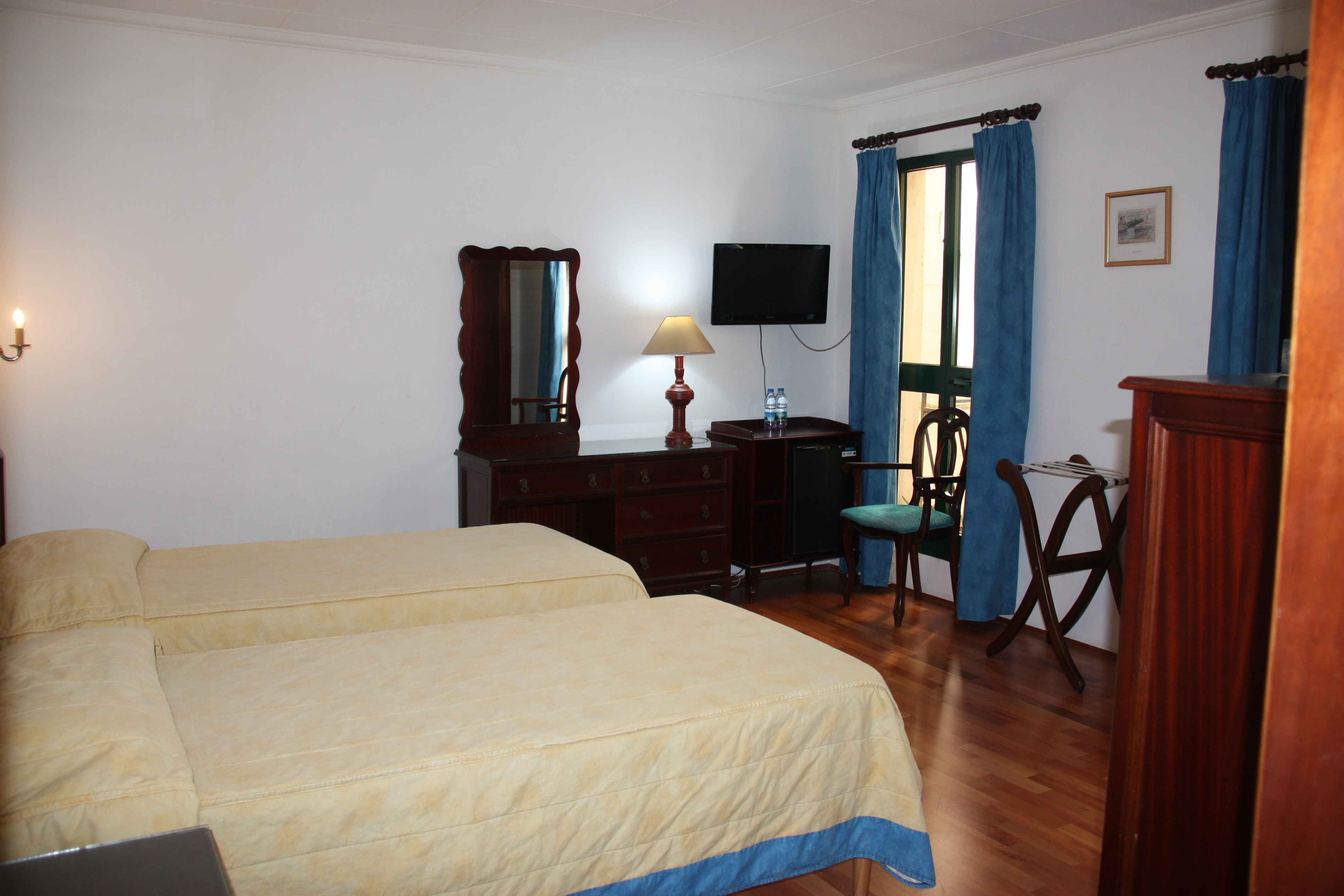 Spacious and comfortable Twin internal room at Castille Hotel